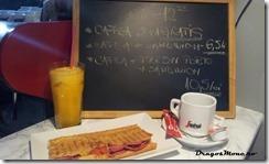 cafea si sandwich